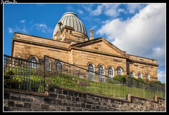 Coats Observatory es el observatorio público más antiguo de Escocia. Localizado en Oakshaw Street West, Paisley, el observatorio ha estado operativo desde el 1 de octubre de 1883 y sigue funcionando hasta el día de hoy, ofreciendo a los visitantes la oportunidad de ver el cielo nocturno a través de los poderosos telescopios alojados dentro del edificio.