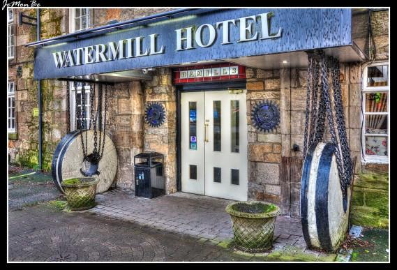 El The Watermill Hotel está ubicado en el corazón de la histórica localidad de Paisley, en el emplazamiento de un antiguo molino de harina del siglo XVII, junto al río Cart