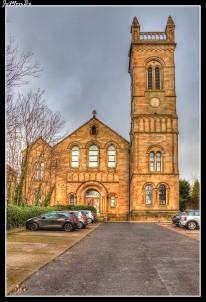 Orr Square, con su elegante torre, fue durante ciento cincuenta años (1843-1994), un hito en Paisley. Fue construida para poder albergar una congregación creciente. En la actualidad es una residencia privada.