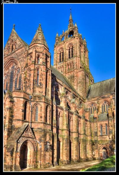 Thomas Coats Memorial Baptist Church , coloquialmente conocida como la Catedral Bautista de Europa, se encuentra en el extremo oeste de la High Street en Paisley , Escocia. La iglesia es de estilo gótico renacentista en piedra arenisca roja, en forma cruciforme. La torre central se eleva con un campanario abierto en corona (60 metros). En la parte delantera un conjunto de escaleras conducen a tres puertas de roble. Caben casi 1000 personas bajo el techo abovedado.