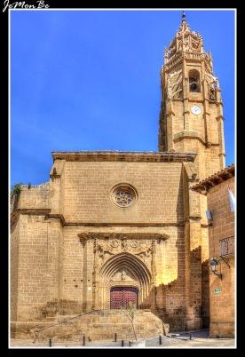 La iglesia de Santa María de Sádaba, pertenece al estilo gótico levantino de iglesias de nave única con capillas entre los contrafuertes y ábside poligonal. Se cubre con bóveda de crucería estrellada y se ilumina con vanos verticales en arco apuntado o de medio punto cerrados con vidrieras y por un rosetón en la parte superior de la fachada. Al exterior presenta dos portadas de acceso, una en el lado de la Epístola y otra a los pies de la iglesia, considerada como puerta principal y que presenta estructura gótica con seis arquivoltas en arco apuntado y decoración renacentista en torno al tímpano. Destacaría también la torre, en piedra arenisca, como el resto de la iglesia, cuyo elemento más característico sería el remate con una crestería, pináculos, una aguja maciza y decoración vegetal de tradición gótica.