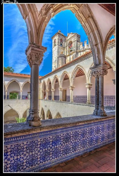 La construcción de este claustro de dos pisos se realizo en el 1450. Aquí los legos (Criados sin orden religiosa y sin votos), procedían a los trabajos domésticos y a lavar los hábitos en el piso terreo servido por una cisterna.