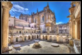 Construido entre 1541 y 1542, especialmente destinado a ablergar temporalemnte a los huéspedes y peregrinos de Santiago. En el piso superior se hospedaban los de mayor estatuo social. En el abajo se situaban los aposentos de los criados, las caballerizas y los accesos a la enfermería y portería.