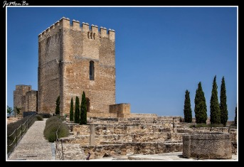 Torre homenaje y campana