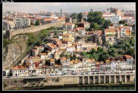 Oporto es una ciudad vibrante y fascinadora, con puentes impresionantes, que cruzan el río Duero, que es el panorámico telón de fondo.