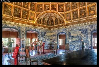 La Sala de los Blasones es la más importnte sala herádica europea, alegoría del poder central de Manuel I. Los paneles de azulejo muestran escenas bucólicas y de caza.