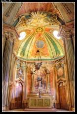 La capilla del Palacio Nacional de Queluz es un ejemplo de rococó nacional. Tiene una sola nave, un capilla mayor de planta ochavad y un coro.