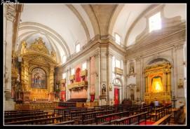 La Iglesia de la Trinidad de Oporto (s. XIX), de estilo neoclásico con influencias barrocas, posee unas grandes proporciones que la hacen realmente imponente. Posee una austera fachada en la que destaca el pórtico de entrada, con tres arcos, y sobre el que se levanta la torre, con campanas y reloj. En la nave hay varios retablos barrocos de talla dorada, sobresale el de la Capilla Mayor, que representa el bautismo de Cristo.