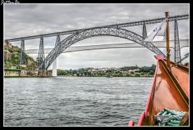 En Oporto no te encuentras una única ciudad si no dos: Porto y Villa Nova de Gaia. Están separadas por el Duero y unidas entre sí por seis puentes. Algunos de ellos son historia, otros tienen unas vistas espectaculares. La mejor manera de verlos, es hacer un crucero por el rio Duero.