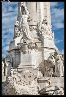 La Plaza Marqués de Pombal es el centro de la Lisboa moderna. Está situada junto al Parque Eduardo VII, al final de la Avenida da Liberdade. En el centro de la plaza se erige un monumento al Marqués de Pombal. La estatua representa al Marqués de Pombal, gobernador de Lisboa entre 1750 y 1777, junto con un león, el símbolo clásico del poder. Los edificios que rodean la plaza son las sedes corporativas de importantes empresas, los principales bancos portugueses y grandes hoteles.