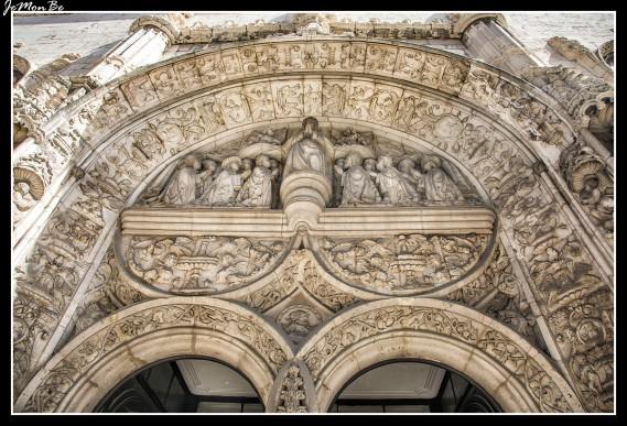 A los pies de Alfama, se encuentra la iglesia de Nossa Senhora da Conceicao Velha, esta iglesia de Lisboa fue construida hacia 1520, bajo el reinado de Dom Manuel y sobre el solar de una antigua sinagoga. Excepto el pórtico y una de sus capillas, la iglesia fue totalmente destruida debido a varios terremotos. Por eso el interior está muy restaurado.