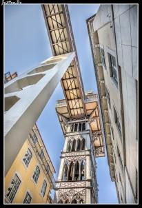 El Elevador de Santa Justa, también llamado Elevador do Carmo, es un ascensor que une los barrios de la Baixa Pombalina y el Chiado. Inaugurado en 1902, inicialmente funcionaba con vapor, siendo sustituida la maquinaria original en 1907 por motores eléctricos. Su altura es de 45 metros. La estructura metálica, es de hierro, y la decoración de estilo neogótico, con un diseño diferente en cada uno de sus niveles. Los dos ascensores de su interior están revestidos de madera y pueden albergar 24 personas cada uno. Al último nivel se accede a través de una escalera helicoidal que termina en una terraza desde donde se puede admirar una panorámica de la ciudad como el Castillo de San Jorge, la plaza del Rossio y el barrio de la Baixa. Este ascensor es uno de los ejemplos más representativos de este tipo de arquitectura en Portugal.