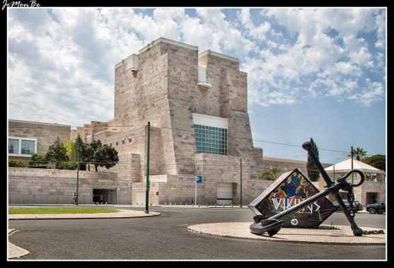 El Centro Cultural de Belém, erigido al inicio de los años 90, fue inaugurado para ser la sede de la presidencia portuguesa de la Comunidad Económica Europea
