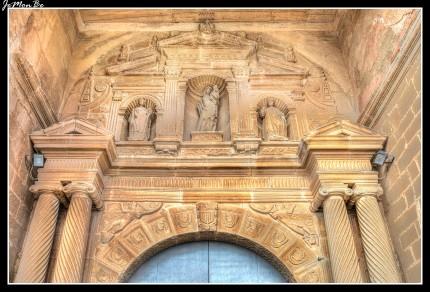 La colegiata de Santa María la Mayor es una iglesia gótica del siglo XVI sita en Bolea, se encuentra en los terrenos del antiguo castillo-palacio árabe que servía de defensa de Al-Ándalus frente a los reinos cristianos del norte. En la torre y en las base de algunos muros todavía se conservan restos de este edificio. Es una iglesia gótica de transición al renacimiento de carácter marcadamente aragonés, de planta cuadrada de tres naves de igual altura separadas por arcos de medio punto y apuntados.