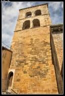 La torre de San Pedro en Ayerbe, es la torre de una iglesia románica del XII demolida en el XIX. Quedan pocos restos del templo original, integrados en viviendas del entorno. Dos molduras articulan la torre en tres lienzos. Bellos ventanales geminados con decoración jaquesa en los situados en altura del lienzo oeste, le dar un aire peculiar.