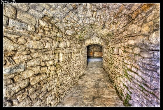 La Torre Gorda de Roda se asienta sobre la ladera con dominio visual del valle del Isábena. Actualmente solo queda la base de una torre de sección circular con un diámetro de 13,3 m, que conserva una sala inferior cubierta por cúpula semiesférica a la que se accede por un corredor que se abre en el lado Este.