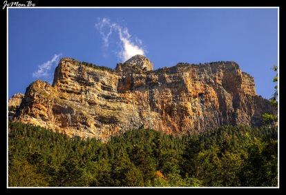 La cima del Pico Gallinero está situada a 2748 metros de altitud.
