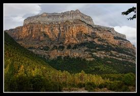 Tobacor, una bonita montaña de 2.769 metros de altitud, para quienes buscan la soledad y la tranquilidad, porque aunque cercana al refugio de Goriz y a las grandes cimas principales del Parque Nacional de Ordesa, esta montaña secundaria no es muy transitable y ofrece una visión muy amplia a todo el valle de Ordesa y sus principales montañas.
