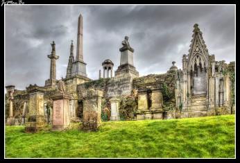 La Necrópolis de Glasgow es un cementerio victoriano de Glasgow. Está en una colina baja, al este de la Catedral de Glasgow. La Necrópolis de Glasgow está en una tierra llamada 'The Craigs' la cual fue comprada por la Casa de los Comerciantes de Glasgow en 1650 y se convirtió en un parque público durante casi 200 años. El concepto de un cementerio jardín se basó en el Cementerio Pere la Chaise después de que un miembro de la Casa de los Comerciantes hubiera visitado París. La Necrópolis fue abierta oficialmente en 1833.