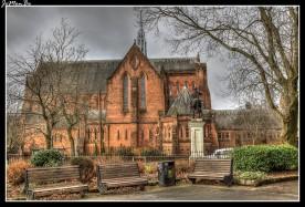 Barony Hall, también conocida como Barony Church, es una iglesia gótica victoriana de piedra arenisca roja situada en Castle Street, en Glasgow , Escocia , cerca de la catedral de Glasgow. Desde que fuera adquirido por la universidad de Strathclyde en 1986, entró en uso como Barony Hall, recibiendo graduaciones, exámenes importantes, siendo uno de los lugares más famosos en el centro de la ciudad de Glasgow. Hay tres áreas en el edificio: los Jardines de Invierno, el Salón del Bicentenario y el Salón Sir Patrick Thomas. El Salón ofrece más de 250 metros cuadrados de espacio y puede albergar hasta 500 personas (estilo teatro) o hasta 600 cuando se utiliza el Balcón.