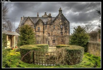El Provand's Lordship of Glasgow, Escocia, es un museo histórico de la época medieval situado al lado de la catedral, es la casa más antigua que queda en Glasgow, la catedral es el edificio más antiguo. El señorío de Provand fue construido en 1471 como parte del hospital de San Nicolás . El Señorío de Provand probablemente fue utilizado para albergar clérigos y otro personal de apoyo para la Catedral, proporcionando viviendas temporales.