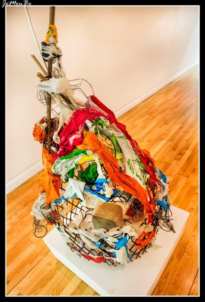 Interior de la Galería de Arte Moderno de Glasgow (Gallery of Modern Art, también conocido como GoMA). Bonito edificio lleno de posibilidades, en el momento que yo lo visite estaba lleno de basura.. ¿arte? ¿basura? ¿jetas? ¿Vividores?....