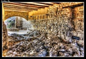 Callizo de Casa Lailla, los callizos son pequeñas calles que se utilizaban en la antigüedad para guardar algunos utensilios del campo como las escaleras con las que se vareaban los olivos. Según cuentan los vecinos, antiguamente era posible cruzar de callizo a callizo sin necesidad de pisar la calle principal.