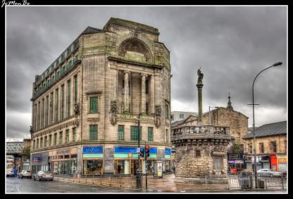Este impresionante y sorprendente edificio antiguo es uno de los edificios históricos de Merchant City, fue construido en la década de 1920 y diseñado por A. Graham Henderson como parte de la remodelación de Glasgow Cross. Tiene una gran fachada con dos grandes columnas jónicas y una interesante escultura de Benno Schotz. Se encuentra en Glasgow Cross entre London Road y Gallowgate en la esquina sureste de Merchant City.