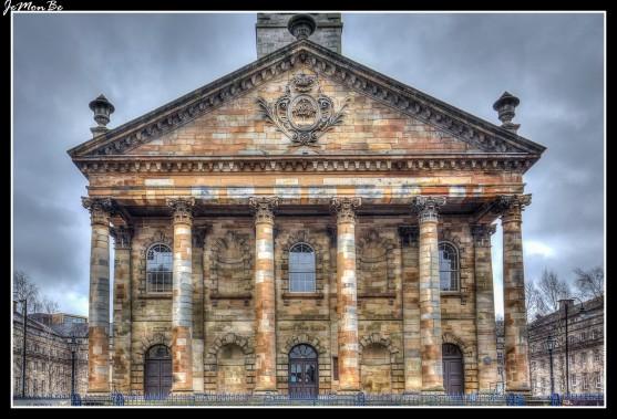 San Andrés en la Plaza es una antigua iglesia del siglo XVIII en Glasgow, considerada una de las mejores iglesias clásicas de Escocia. Ahora es el Centro de la Cultura Escocesa, promueve la música, canciones y bailes escoceses.