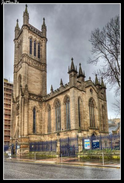 El teatro Ramshorn se encuentra en Ingram Street, en la zona de Merchant City de Glasgow, Escocia. Propiedad de la Universidad de Strathclyde , el lugar se inauguró como teatro el 10 de abril de 1992, tiene capacidad para unas 80 personas. El edificio en el que se encuentra el teatro era anteriormente el Ramshorn Kirk, que fue construido en 1824. El arquitecto fue Thomas Rickman. Esta fue la única iglesia escocesa que diseñó.