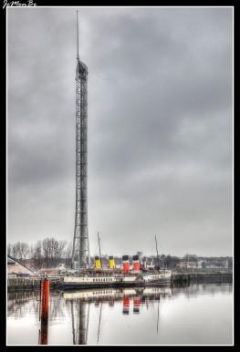 La torre de Glasgow es una torre situada en la orilla del sur del río Clyde en Glasgow, y forma parte del complejo del centro de ciencia de Glasgow. Con 127 metros, la torre de Glasgow es actualmente la torre más alta de Escocia. Tiene un récord mundial Guinness por ser la torre más alta del mundo en la que toda la estructura es capaz de girar 360 grados. Toda la estructura descansa sobre un rodamiento de 65 centímetros de diámetro, está conectado a sus cimientos mediante dos anillos concéntricos y amortiguadores. El rodamiento descansa en un cajón de 15 metros de profundidad. La torre tiene dos ascensores cada uno con una capacidad de 12 personas. También hay una escalera de emergencia, con 523 peldaños.