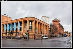 El Real Conservatorio de Escocia es un Conservatorio de danza, teatro, música, producción y proyección que se encuentra en el centro de Glasgow. Además de los espacios de representación. Hay 65 salas de prácticas, 8 salas de ensayo y entrenamiento, varios estudios de grabación profesionales, incluyendo un nuevo estudio en la Escuela de la Ópera para el uso de grandes conjuntos.