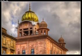 Gurdwara Singh Sabha Glasgow. Los sikhs han estado presentes en Escocia durante más de un siglo, con el primer documentado Sikh, Maharaja Daleep Singh, llegando a Perthshire en 1855.