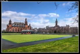 Kelvingrove Art Gallery and Museum es el museo y galería de arte más importante de Glasgow (Escocia). Está situado en la calle Argyle Street (frente al centro de deportes Kelvin Hall) en el West End de la ciudad, a las orillas del río Kelvin. Se encuentra adyacente al Parque Kelvingrove y está situado justo a los pies del campus principal de la Universidad de Glasgow. El museo exhibe incluso un elefante disecado, al que se le conoce por Sir Ralph.