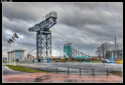 La grúa de Finnieston o grúa de Stobcross es una grúa gigante en voladizo situada en Glasgow, Escocia. Ya no está en uso, se conserva como símbolo de la ingeniería de la ciudad. La grúa fue utilizada para cargar locomotoras de vapor, sobre las naves que las exportaban alrededor del mundo. Es una de las cuatro grúas que quedan en el río Clydey y una de las once grandes grúas voladizo que quedan en todo el mundo. La grúa se puede ver en el fondo de las emisiones de noticias de la BBC Pacific Quay.