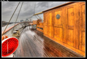 El Galatea fue un buque escuela de la Armada Española, en la que permaneció en activo desde 1922 hasta 1982. Fue botado con aparejo de bricbarca o corbeta de tres palos el 3 de diciembre de 1896 con el nombre de Glenlee, en los astilleros Bay Yard en Port Glasgow. Su último viaje como buque escuela lo efectuó el 15 de diciembre de 1959, tras lo cual quedó amarrado en el arsenal de Ferrol como pontón escuela de maniobra hasta su baja en la Armada en 1982 Más de 95 años tras su botadura, fue adquirido para su ciudad de origen. Sus propietarios intentaron recuperar el mascarón original, que permanece expuesto en La Graña, Ferrol (La Coruña).La respuesta dada en tono de sorna fue que no se devolvería el mascarón mientras los británicos no devolvieran Gibraltar.