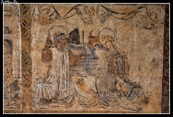 Pinturas del ala sureste del claustro las originales son góticas, del XV y XVI, con aspectos populares.
