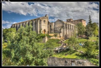 El convento de Santo Domingo es un antiguo convento de Estella. Se fundó en 1259 para los frailes dominicos por orden y a costa del rey Teobaldo II de Navarra. Pasó a dominio público en 1839. Se conservan la iglesia y un cuerpo del monasterio, ambos de estilo gótico y de nave única.