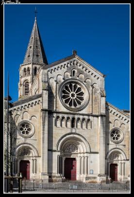 La iglesia de Saint-Paul de Nîmes es una iglesia neorrománica construida entre el 1835 y el 1849 por Charles Queste.