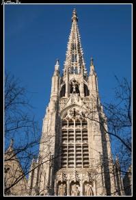 La iglesia Saint-Maurice está en el centro histórico de Lille .Situada en un asentamiento galorromano llamado Fins y probablemente en las ruinas de un lugar de culto dedicado a Marte, como prueba de la falta de orientación de la iglesia. La construcción de la iglesia actual, se inicia a fines del siglo XIV, a destacar su torre terminada con una flecha perforada.