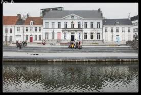 Broelmuseum: Este museo ocupa una mansión clásica de 1785 frente al río Leie, con interiores dorados de Luis XVI y un bonito jardín cerca de las Broeltorens. Se divide en tres secciones: Bellas Artes, artes decorativas y arqueología. Cuenta con una gran cantidad de hallazgos locales.