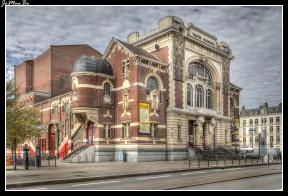 Inaugurado en octubre de 1923 después de ser destruido por el fuego, el teatro Sebastopol ahora alberga espectáculos de variedades y vodevil.
