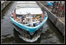 El Escalda es un río que ha desempeñado un papel determinante en el desarrollo político y económico en lo que hoy es Flandes, Brabante y Henao. Su canalización se inició en 1684 bajo el reinado de Luis XIV. Por su poco desnivel, es un río lento de poca potencia de flujo, por ello las mareas se hacen sentir hasta una distancia de 160 km de su desembocadura en el mar.