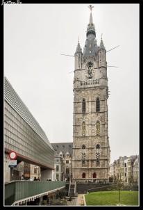 El campanario (o beffroi) de Gante, es una de las tres torres medievales que dominan el casco antiguo de la ciudad de Gante en Bélgica, junto con las otras dos que son las de la Catedral de San Bavón y la del antiguo edificio de correos. Tiene una altura de 91 metros. A través de los siglos, ha servido no sólo como campanario para anunciar la hora y hacer avisos, sino también como torre de vigilancia fortificada y depósito de la tesorería de la ciudad.