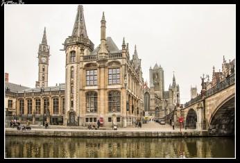 Desde el Puente de San Miguel se pueda contemplar: el Graslei y el Korenlei con la Antigua Lonja del Pescado, el Castillo de los Condes de Flandes en la lejanía, la Iglesia de San Miguel, la parte trasera del Pand y, por supuesto, las 3 icónicas torres de Gante en fila. El puente es el único punto desde el que puede encuadrarlas en una sola imagen.