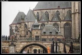 """La torre de la Iglesia de San Miguel tenía que alzarse sobre las otras, pero la historia decidió lo contrario: este """"monumento de la victoria"""" que tenía que haber alcanzado una altura de 134 metros se quedó en unos escasos 24. En 1828, la torre inacabada recibió una terminación plana. Es una iglesia gótica que se inició en el siglo XV para sustituir a una antigua iglesia románica fue ampliándose poco a poco."""