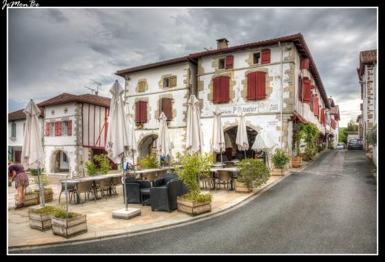 01 Bastide Clairence Place des Arceaux.
