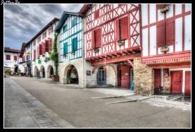 03 Bastide Clairence Place des Arceaux.