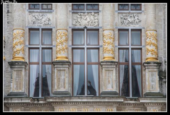 044 Grand Place El arbol de oro