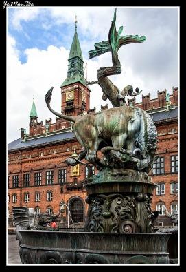 192 Radhuspladsen La fuente del dragón